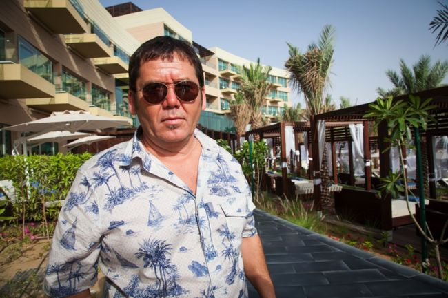 Исмаил Шангареев проводит время на пляже.jpg